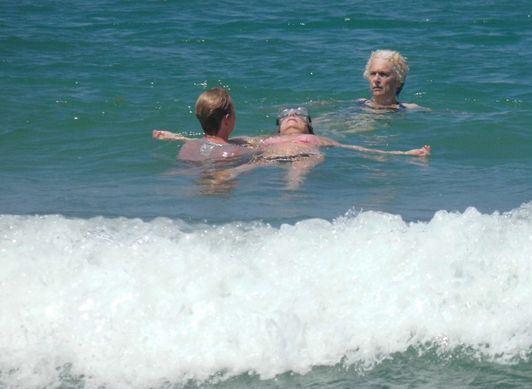 Eine Wata-Session im Meer bei Tel Aviv (Israel).